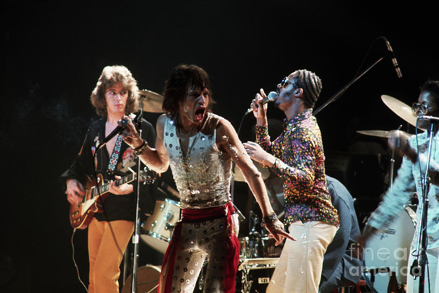Mick Jagger And Stevie Wonder Singing Photograph by Bettmann