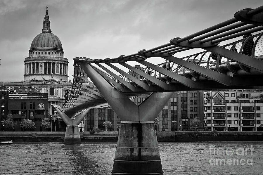 Millennium Bridge 01 by Arnaldo Tarsetti