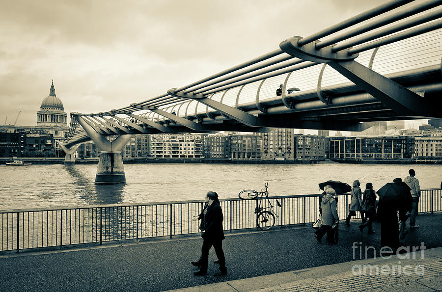Millennium Bridge 03 by Arnaldo Tarsetti
