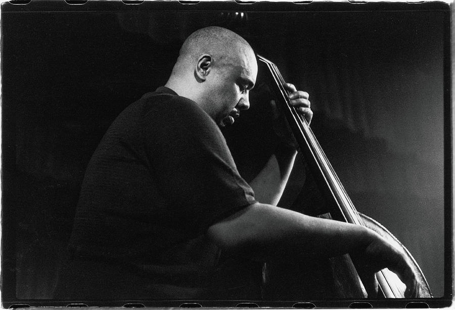 Mingus Performs At The Obies, 1960 Photograph by Fred W. McDarrah