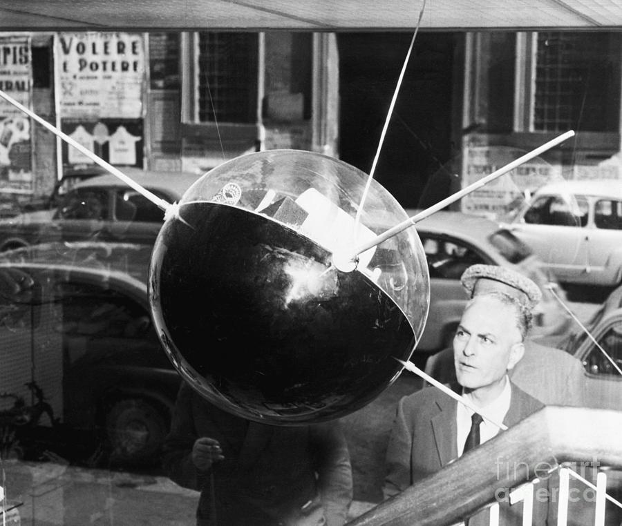 Model Of Sputnik In Store Window Photograph by Bettmann