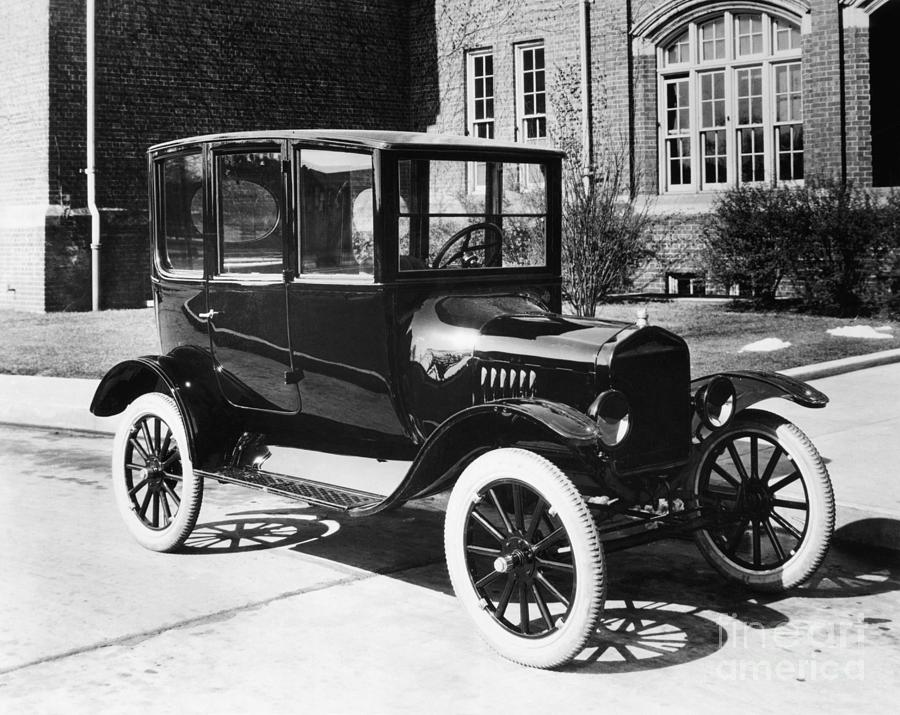 Model T Ford Sedan Of 1921 Photograph by Bettmann