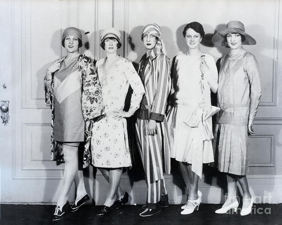 Models At The Cotton Manufacturers Photograph by Bettmann