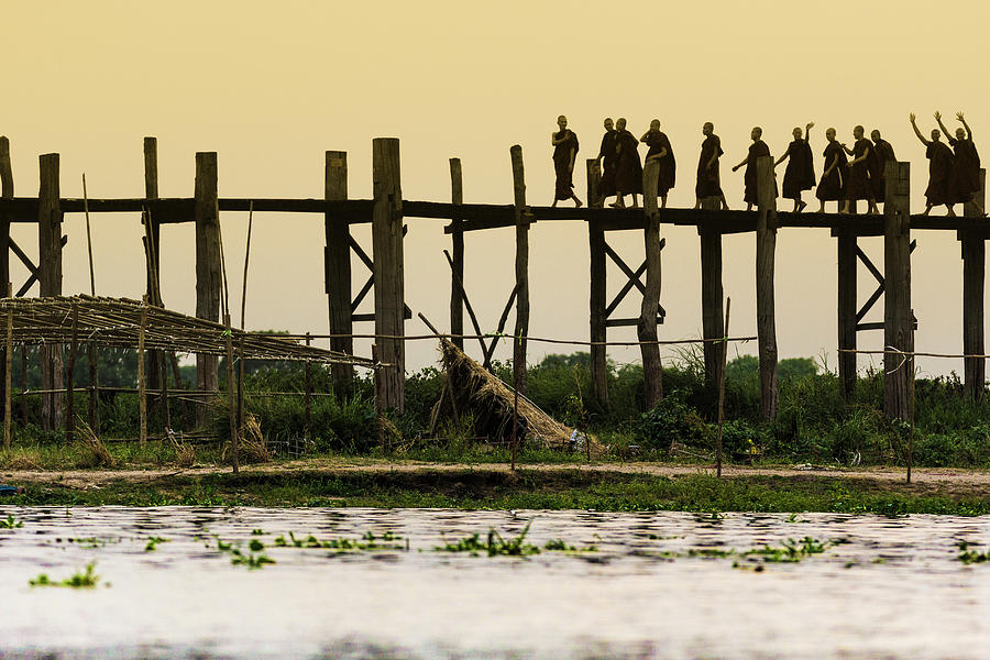 Monks Crossing Taungthaman Lake On U Photograph by Cultura Rm Exclusive/gary Latham