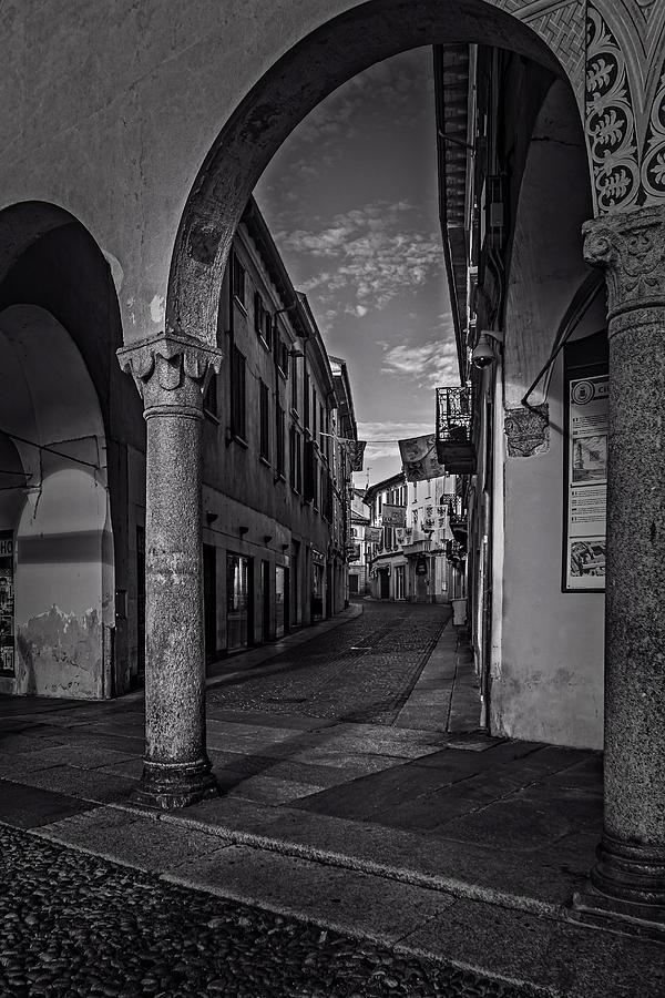 Monochrome urbanscape by Roberto Pagani