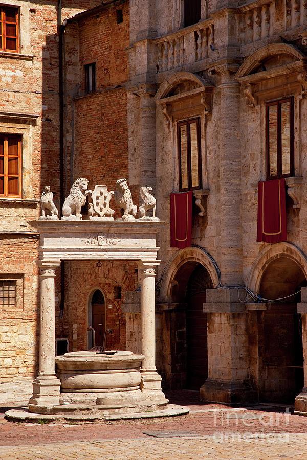 Montepulciano Well by Brian Jannsen