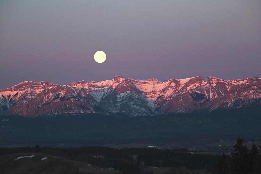 Moon Set Over Front Range Mountains Photograph by Design Pics / Michael Interisano