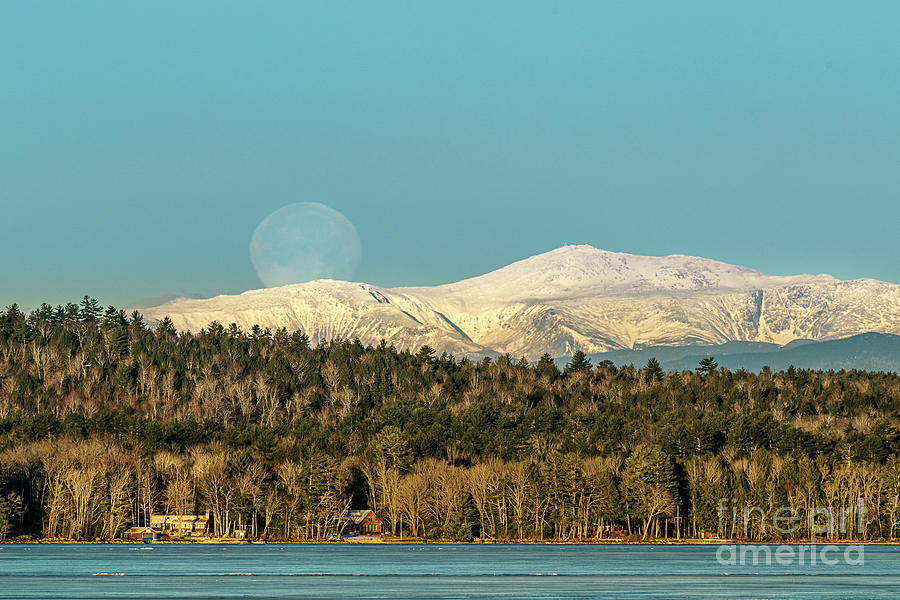 Moonset Over Mount Wahington by Craig Shaknis