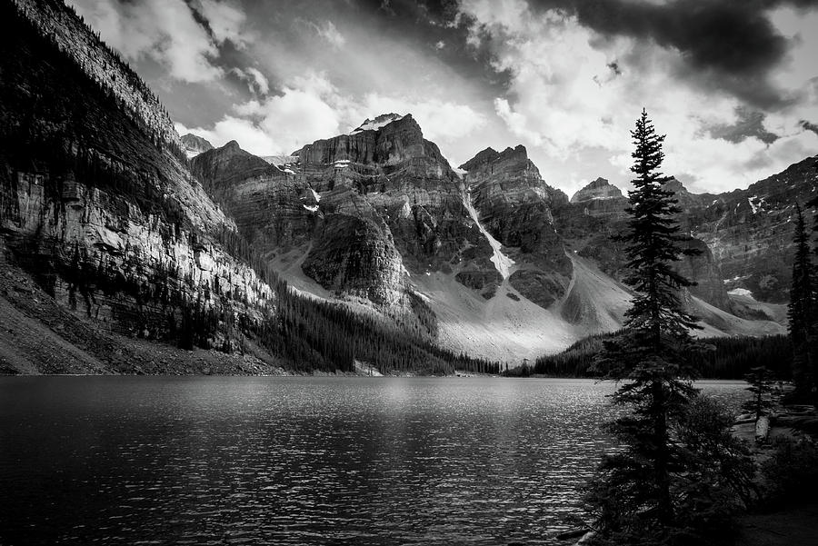 Morraine Lake BAnff BC Can by Dean Ginther