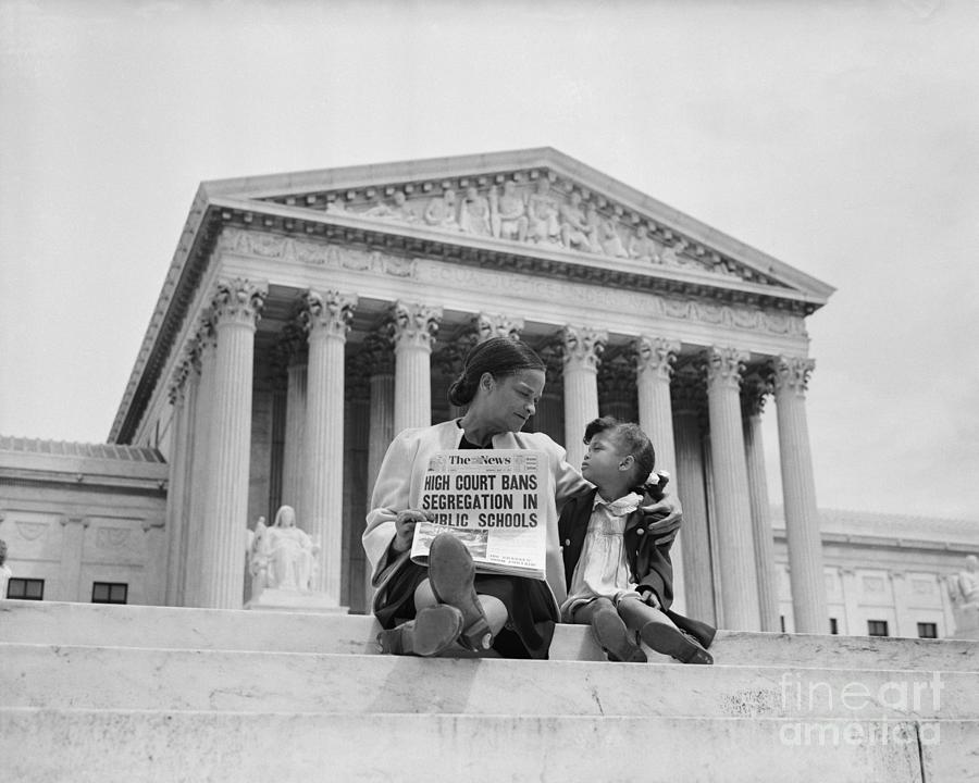 Mother And Daughter At U.s. Supreme Photograph by Bettmann
