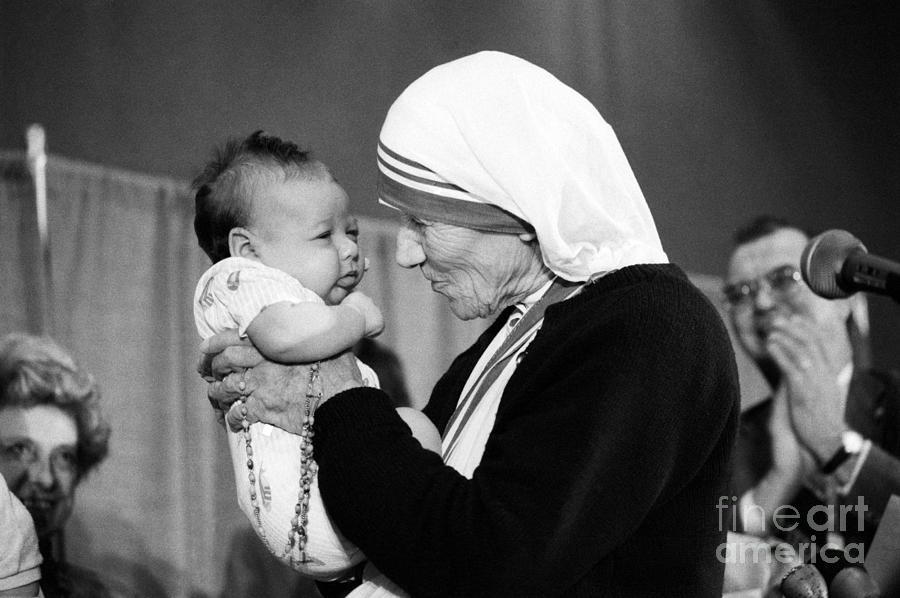 Mother Teresa With A Baby Photograph by Bettmann