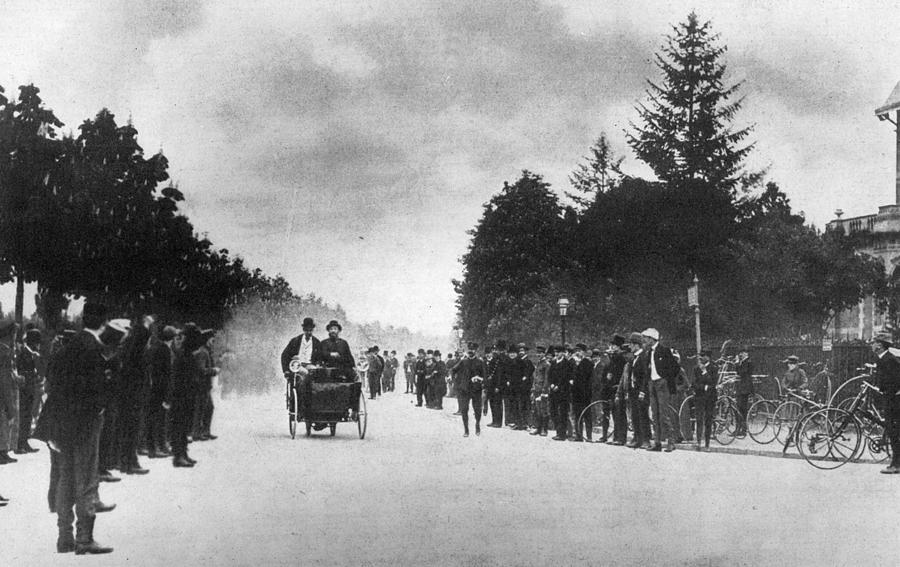 Motor Race Photograph by Hulton Archive