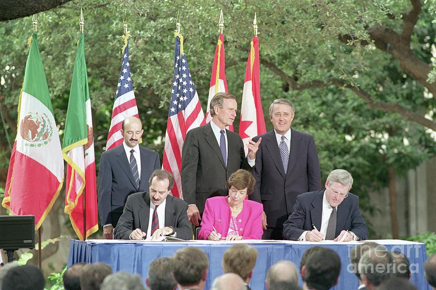 Nafta Signing Photograph by Bettmann