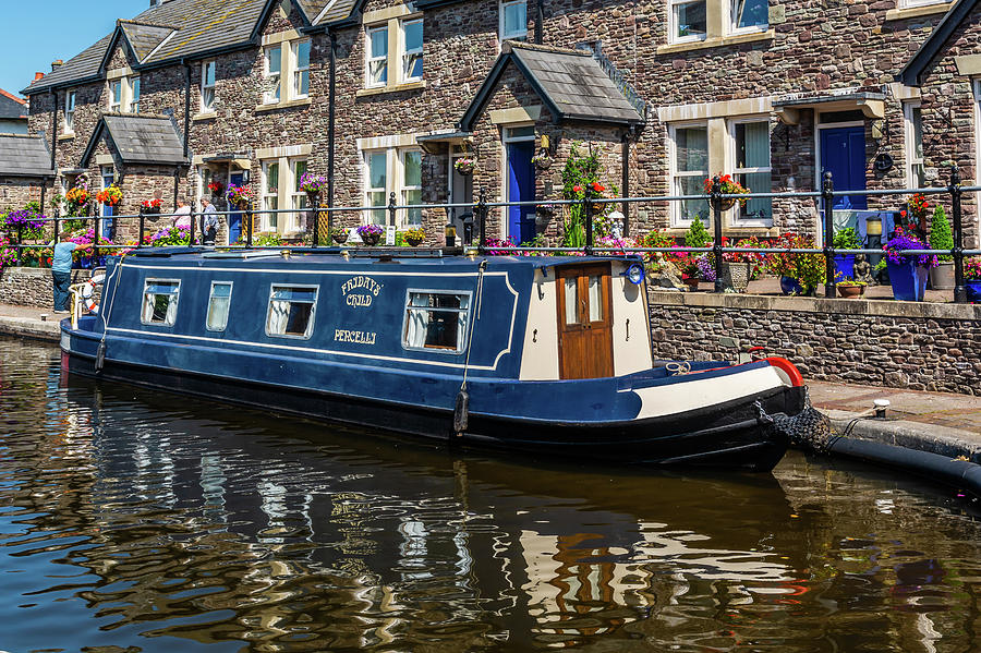 Narrow Boat Fridays Child by Steve Purnell