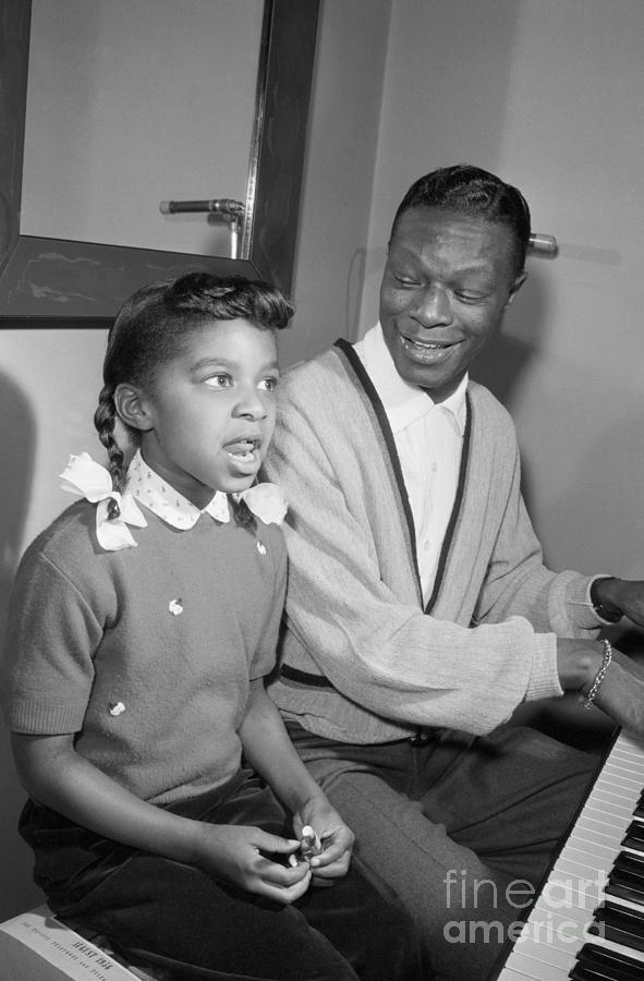 Nat King Cole And Natalie Singing Photograph by Bettmann