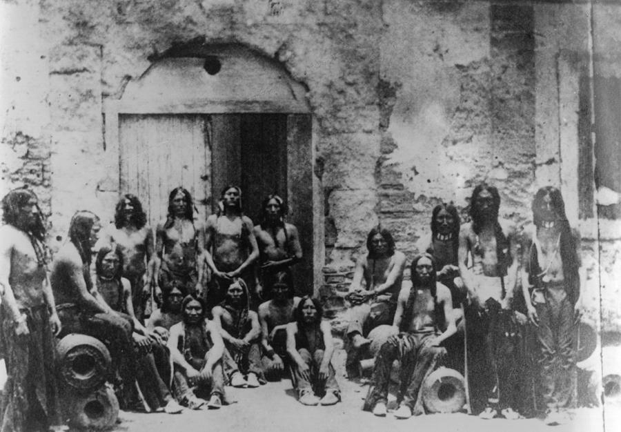 Native Americans Photograph by Hulton Archive