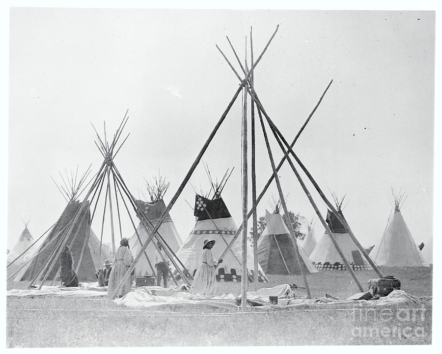 Native Americans Setting Up Teepees Photograph by Bettmann