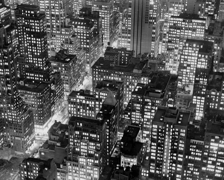 New York At Dusk From The Top Of The Photograph by New York Daily News Archive