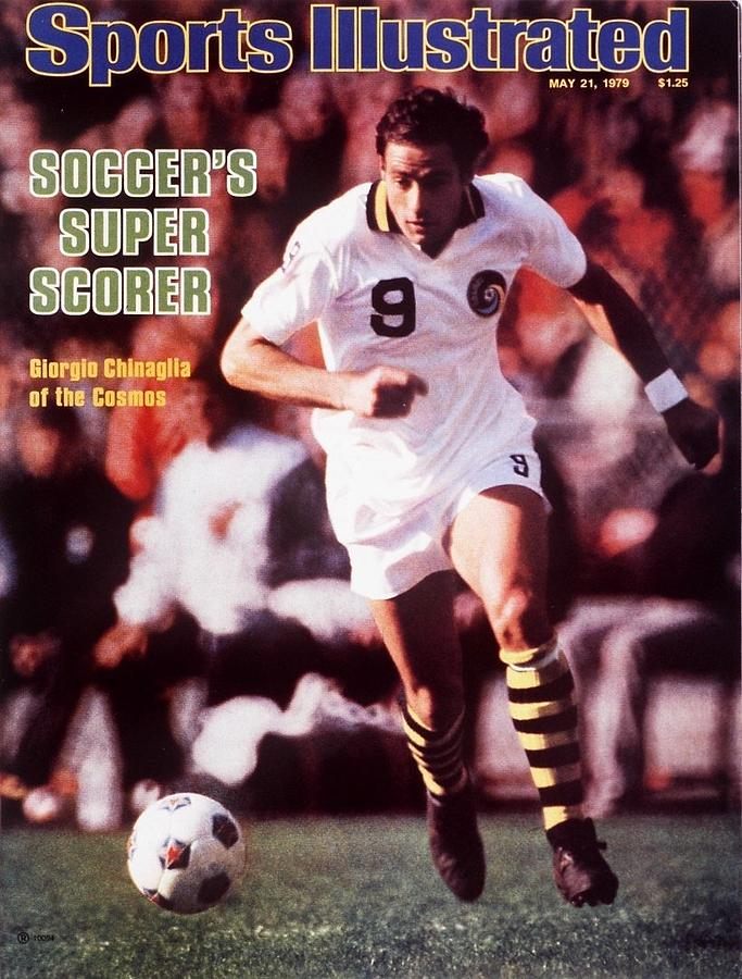New York Cosmos Giorgio Chinaglia... Sports Illustrated Cover Photograph by Sports Illustrated