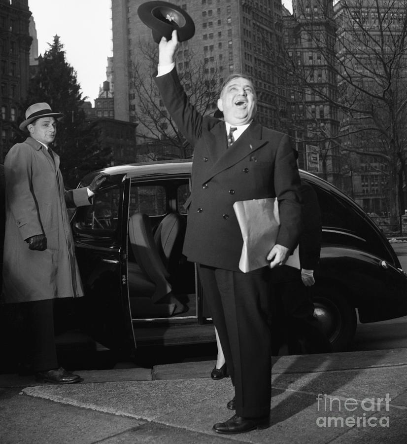 New York Mayor Fiorello Laguardia Waving Photograph by Bettmann