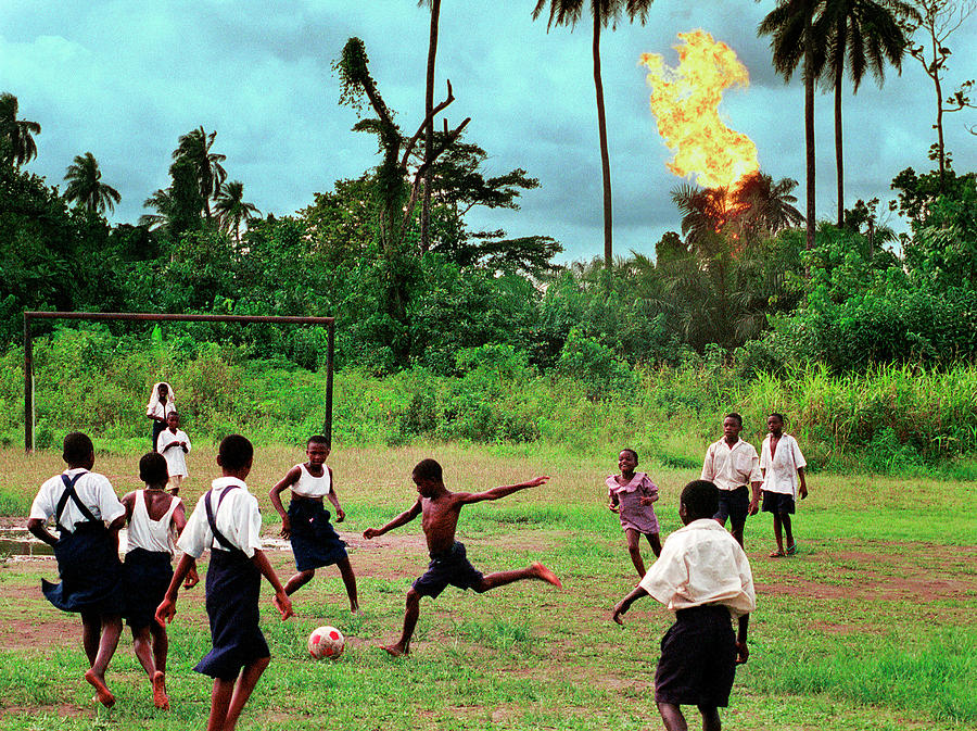 Nigerian Oil Feature Photograph by Chris Hondros
