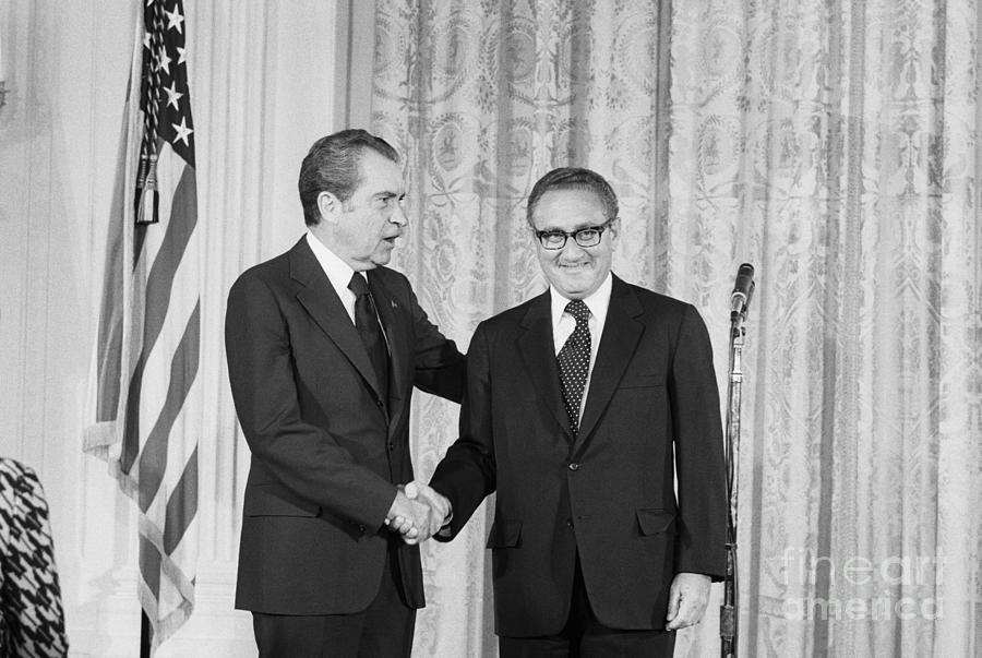 Nixon Shakes Hands With Kissinger Photograph by Bettmann