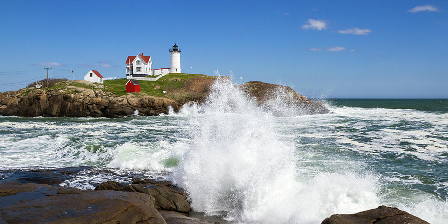 Nubble Light Waves 6x3 by Robert Clifford