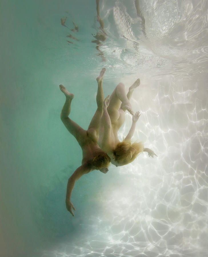 Young Men Photograph - Nude Man And Woman Underwater by Ed Freeman