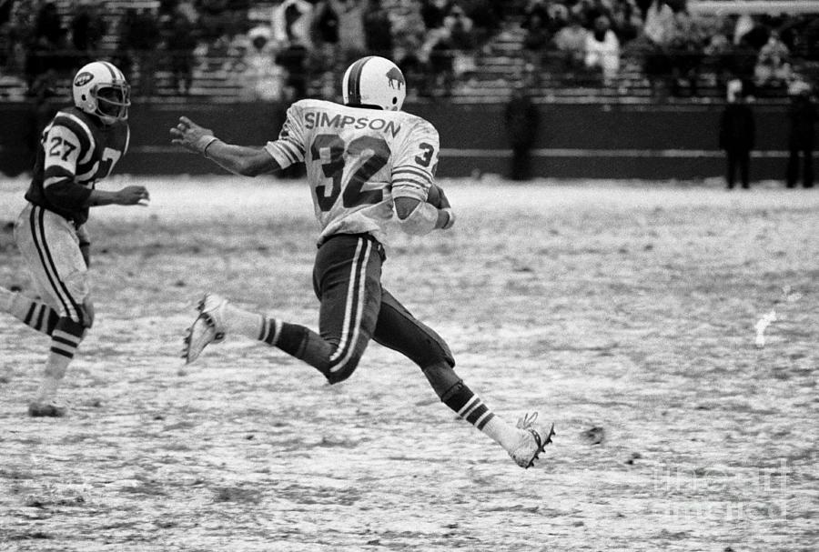 O.j. Simpson Flies Past The Jets Defense Photograph by Bettmann