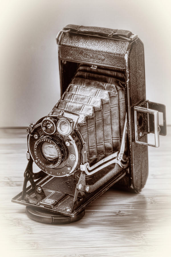 Old Camera by Anna Yanev