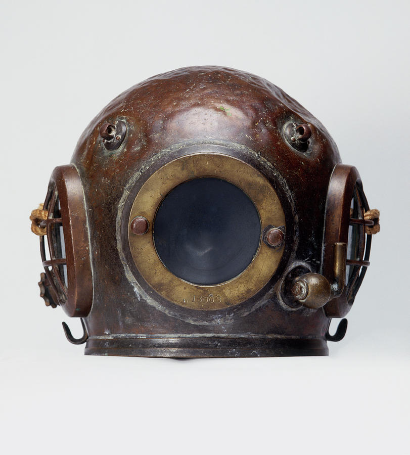 Old-fashioned, Deep Sea Divers Helmet Photograph by Ray Moller