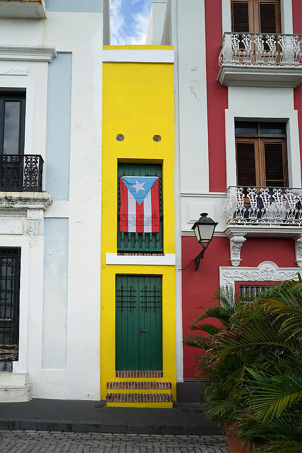 Old San Juan - The Narrow House Patriot- Richard Reeve by Richard Reeve