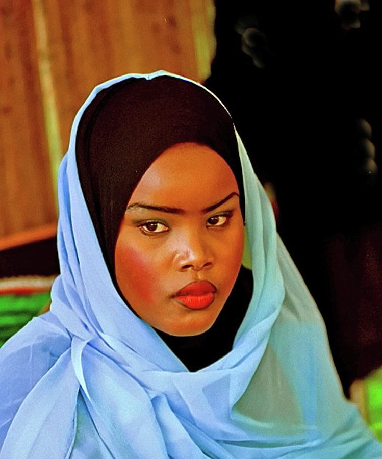 Omani woman by Bill Jonscher