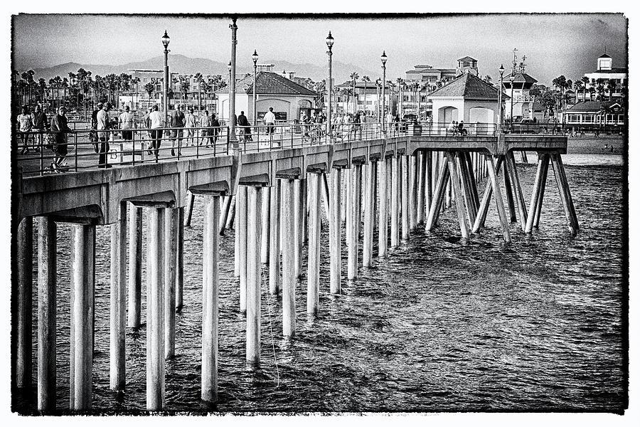 On The Boardwalk 4563 by Tom Kelly