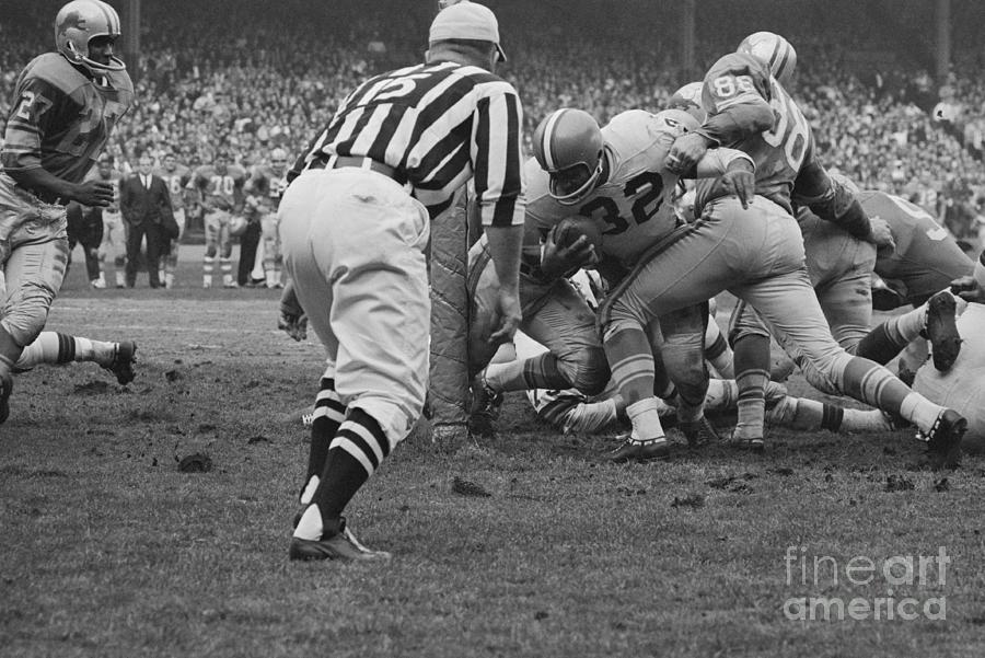 Opponents Tackling Jim Brown Photograph by Bettmann