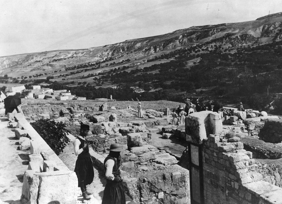 Palace Of Minos Photograph by Hulton Archive