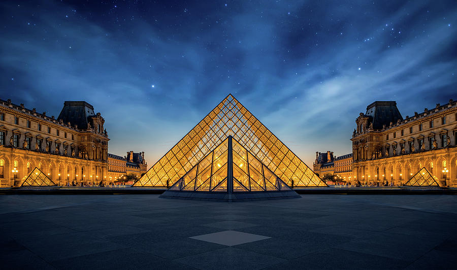 Panoramic view of Louvre Museum by Anek Suwannaphoom