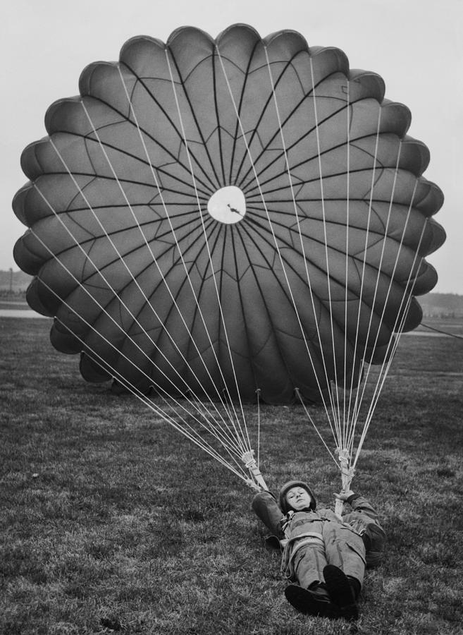 Parachute Training Of Women S Royal Photograph by Keystone-france