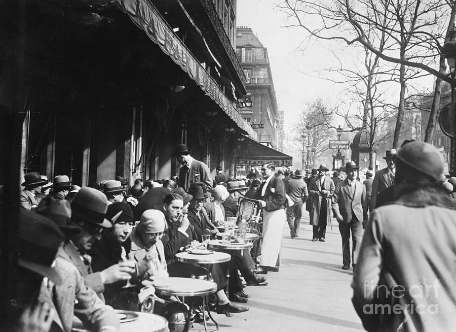 Paris The Cafe Society In The 1920s Photograph by Bettmann