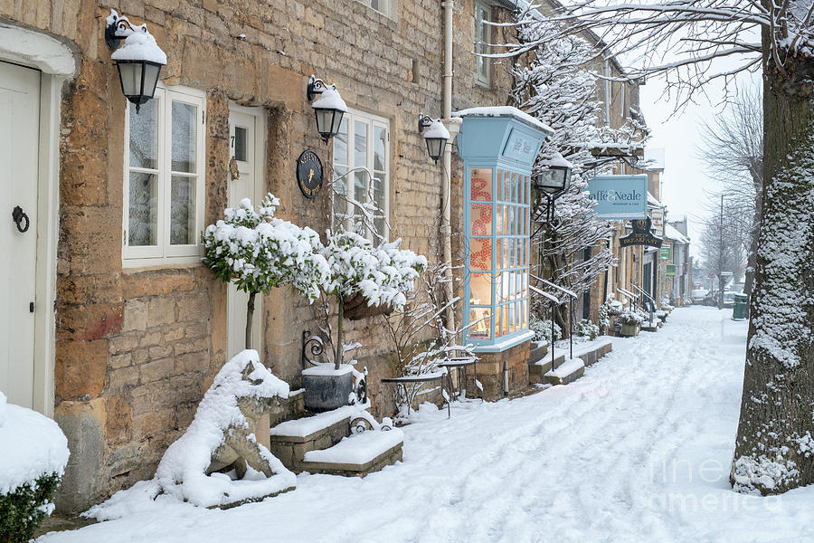 Park Street Stow on the Wold in Winter  by Tim Gainey