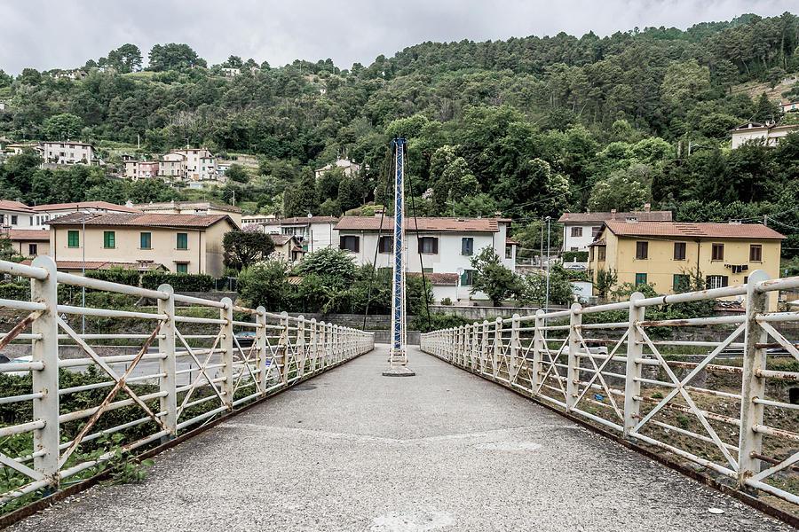 Pedestrian walkway by Giovanni Bertagna