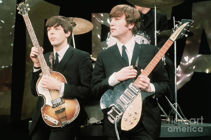 Paul Mccartney And John Lennon Photograph by Bettmann