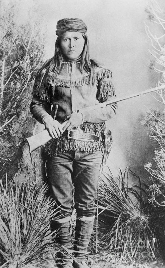 Peaches Holding Rifle Photograph by Bettmann