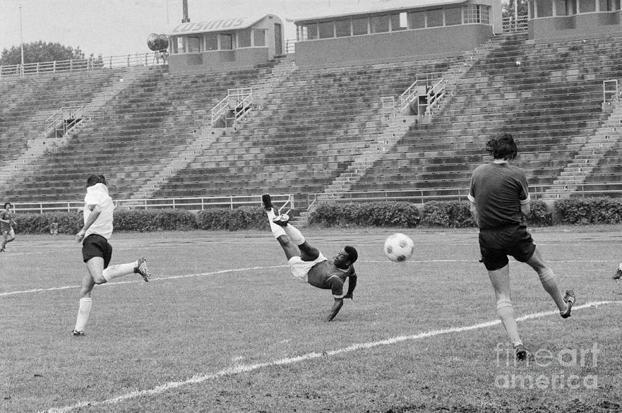 Pele Performing Tricky Soccer Maneuver Photograph by Bettmann
