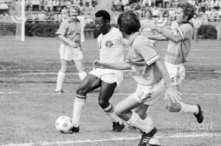 Pele Running With Soccer Ball Photograph by Bettmann