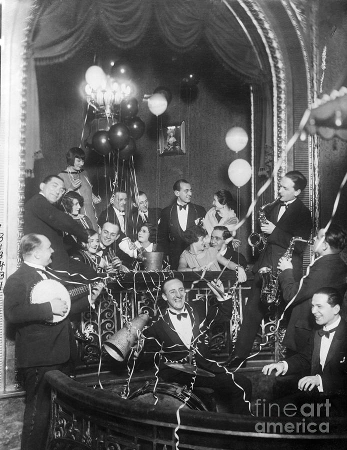 People Party In Viennese Cabaret Photograph by Bettmann