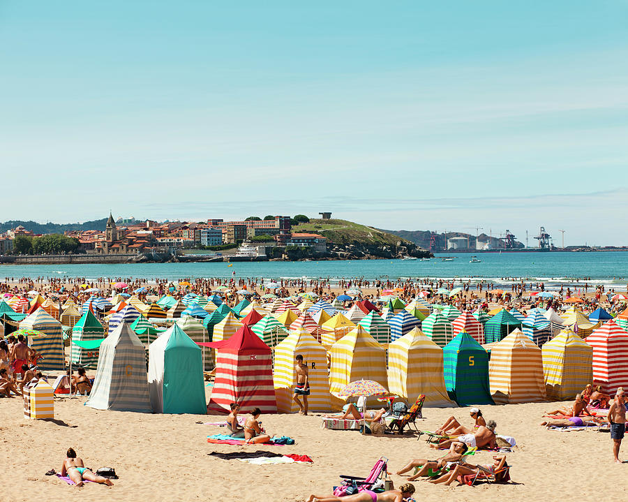 People Relaxing On Gijón Beach Photograph by Roc Canals Photography