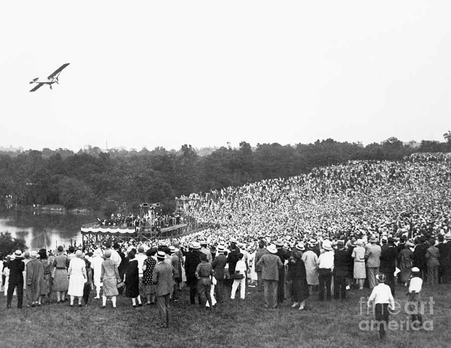 People Watching Lindbergh Flying Photograph by Bettmann