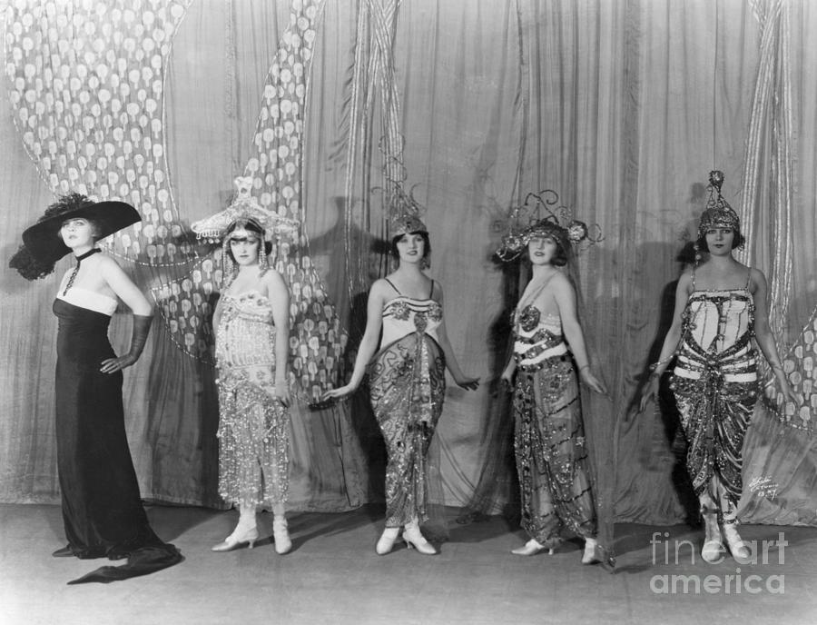 Performers In The Ziegfield Follies Photograph by Bettmann
