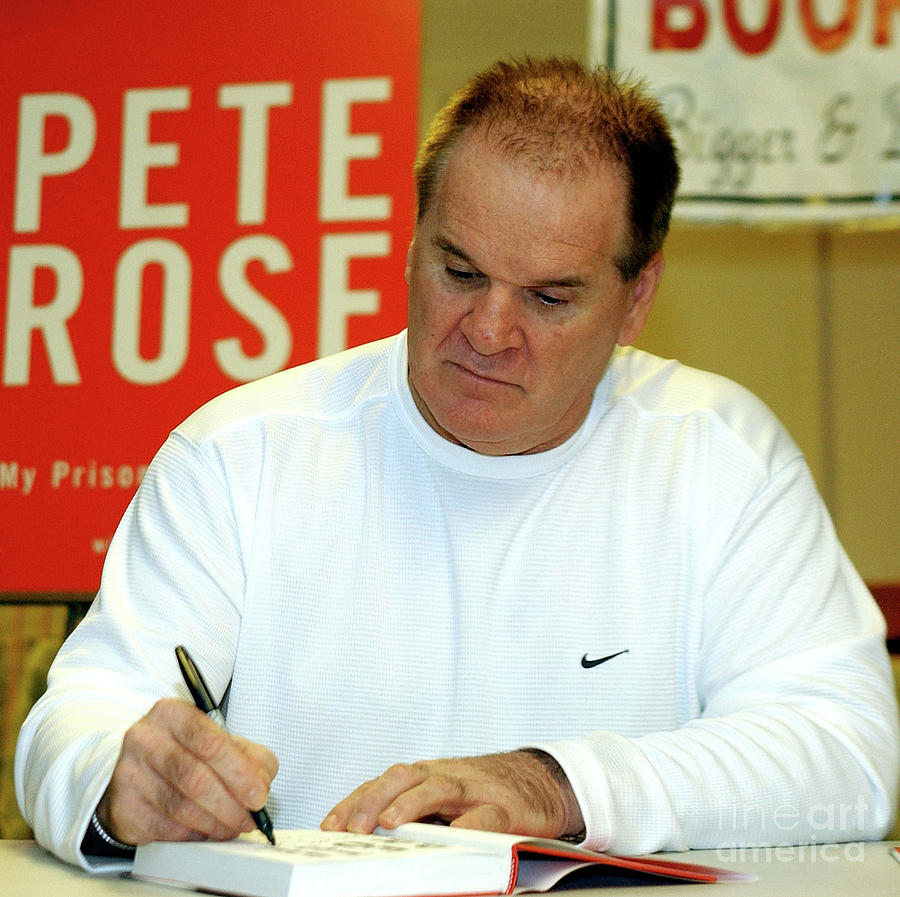 Pete Rose Signs Autobiography In New Photograph by Stephen Chernin